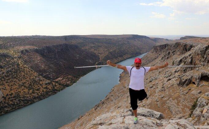 Tek bacağıyla yüzmede Türkiye şampiyon olan sporcu azmiyle örnek oluyor