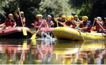 Hakkari'de düzenlenen rafting renkli görüntüler oluşturdu