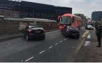 İngiltere'de kaos: Taraftar otobüsün önünü kesti!