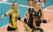 Voleybol derbisinde kazanan VakıfBank!